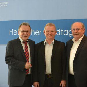 andrat Erich Pipa, Bürgermeister Rainer Schreiber und der Landtagsabgeordnete Heinz Lotz am Rande einer Anhörung zum KFA im Landtag