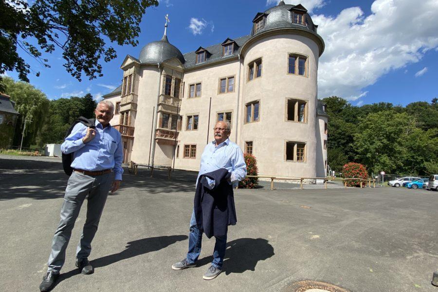 Auf dem Foto (v.l.): Bürgermeister Andreas Weiher und der Landtagsabgeordnete Heinz Lotz